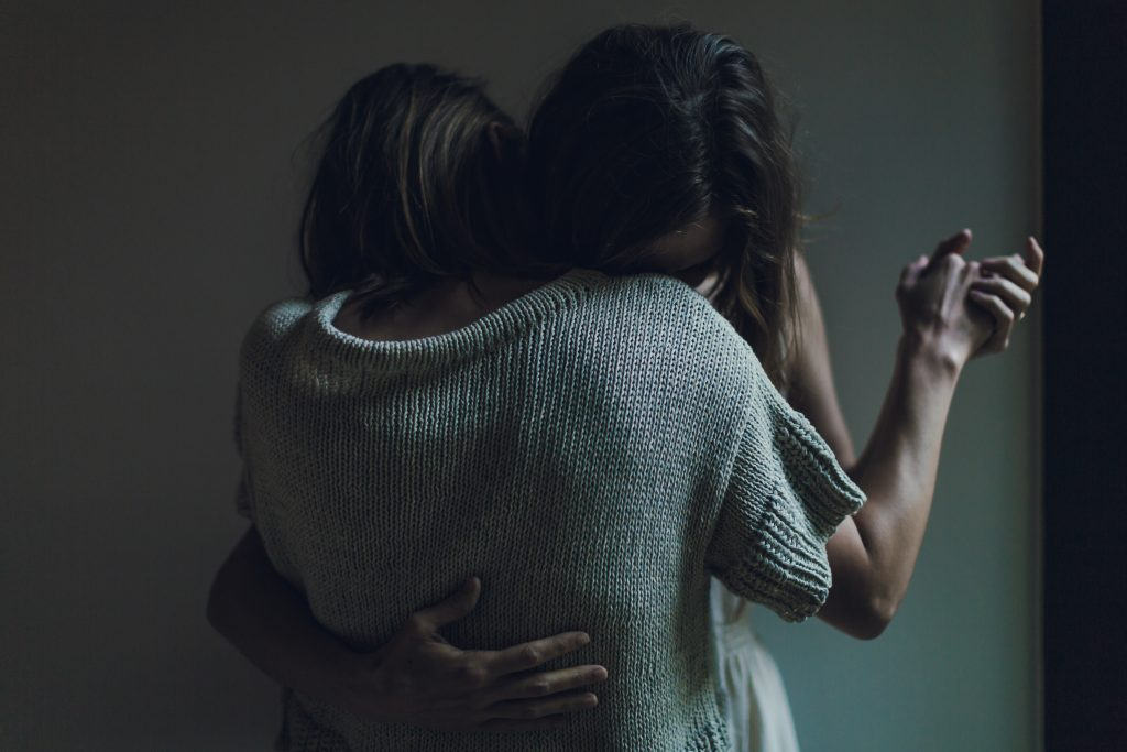 10 Hugs And What It Says About Your Relationship - Psych2Go